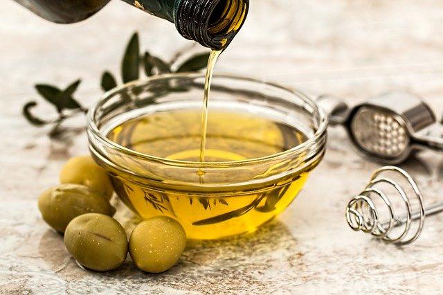 فوائد زيت الزيتون للبشرة و الشعر